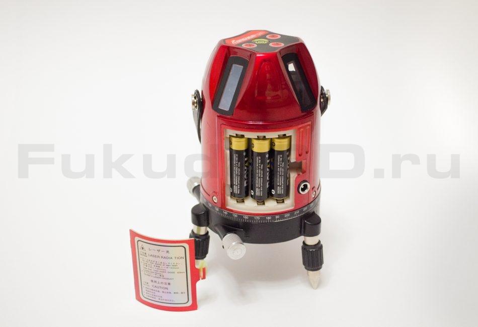 Лазерный уровень Longyun питается от 3 батареек AA или от литий-ионного аккумулятора.