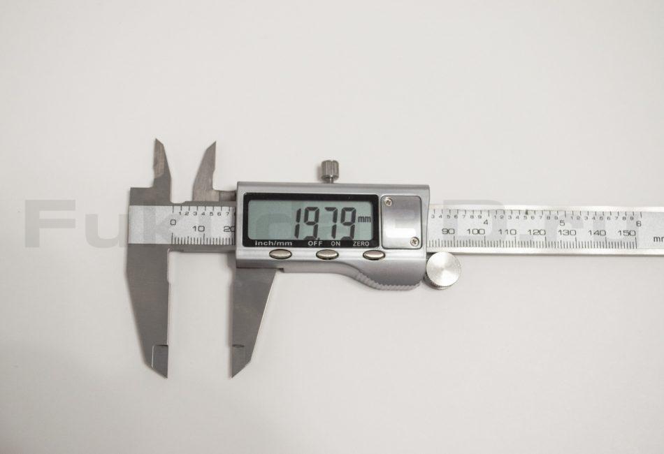Включенный электронный металлический штангенциркуль