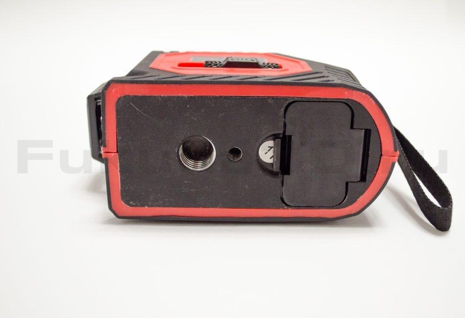 Фото 2D лазерного уровня снизу