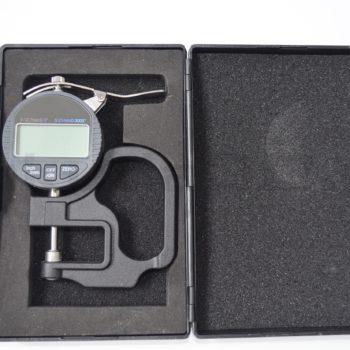 Цифровой микрометр в кейсе с точностью 0,01 мм