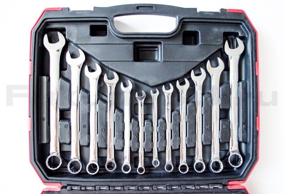Качественный набор инструментов из 61 предмета от компании Keycon с торцевыми головками и комбинированными ключами.