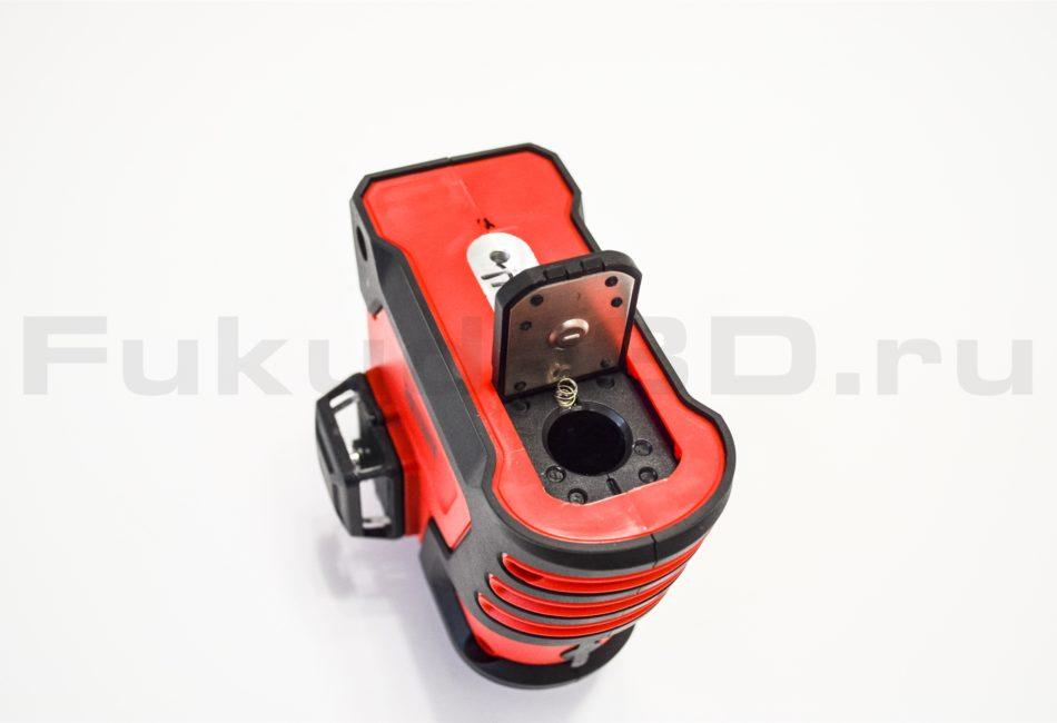 Лазерный уровень SHIJING 3D питается от аккумулятора размером 18650