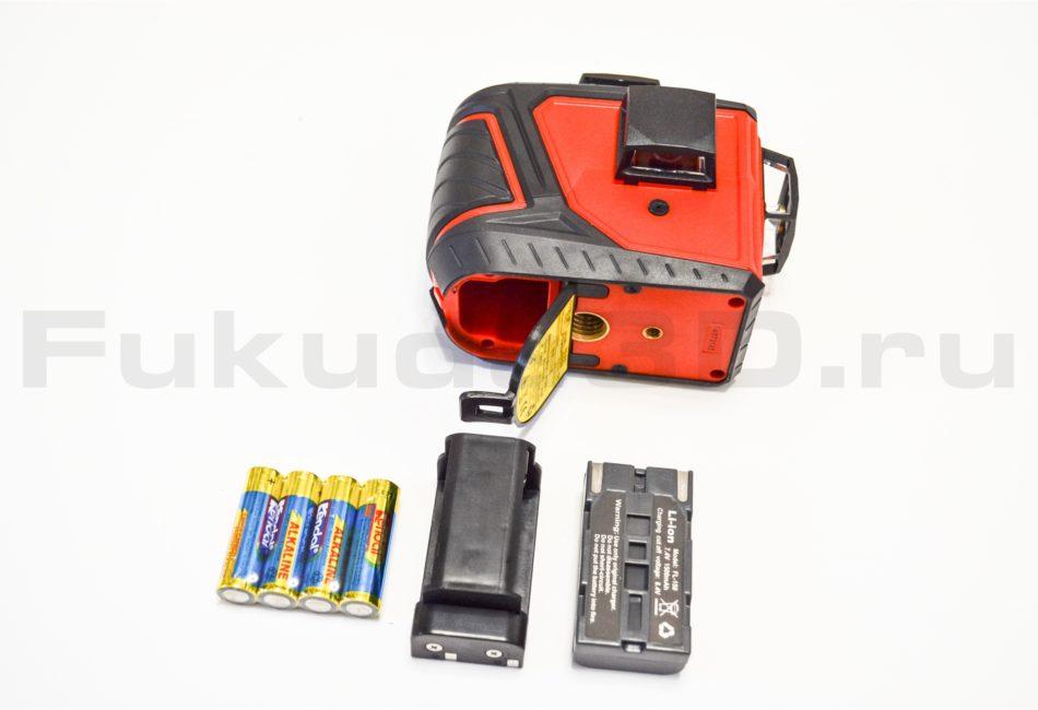 Новая модель лазерного уровня FUKUDA 3D работает как от батареек, так и от аккумулятора.