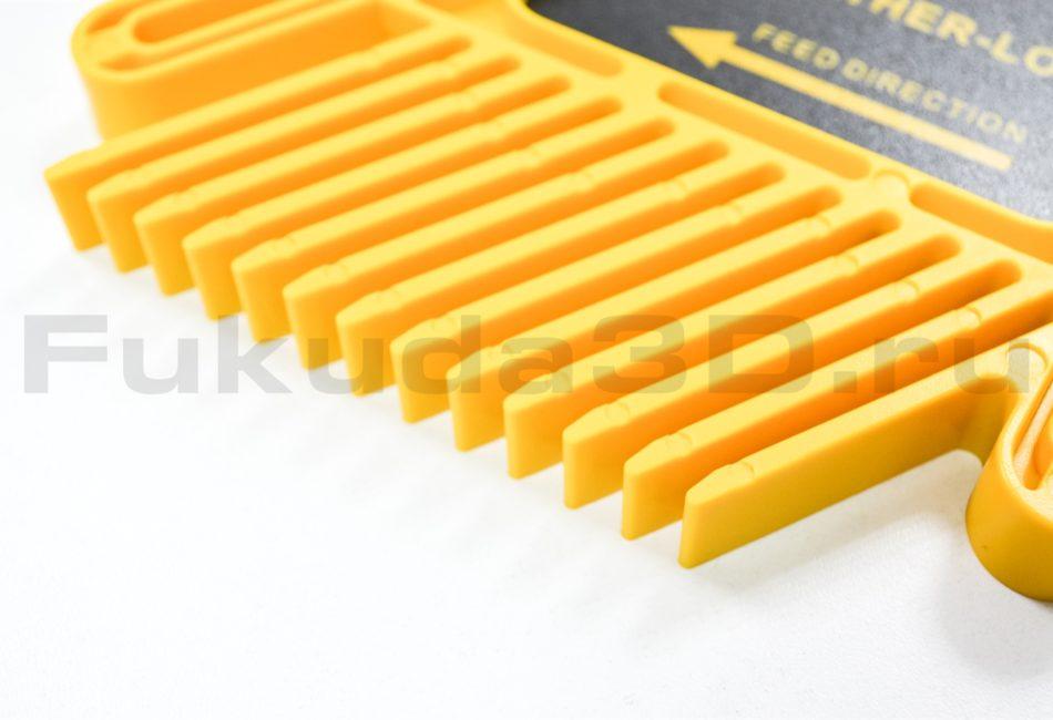 Пластиковый прижим-гребенка для фрезерного стола (циркулярной пилы)
