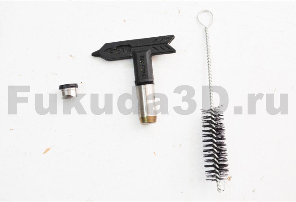 Пистолет для безвоздушного распыления Rongpeng 821 с соплом и ершиком для чистки