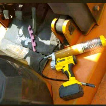 Электрический смазочный пистолет (тавотница, пресс-масленка)